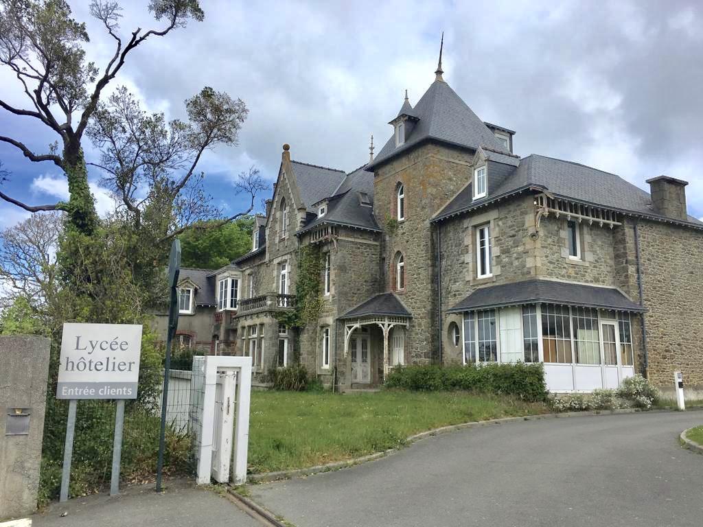 Ecole LYCEE HOTELIER DE DINARD YVON BOURGES - photo #15458