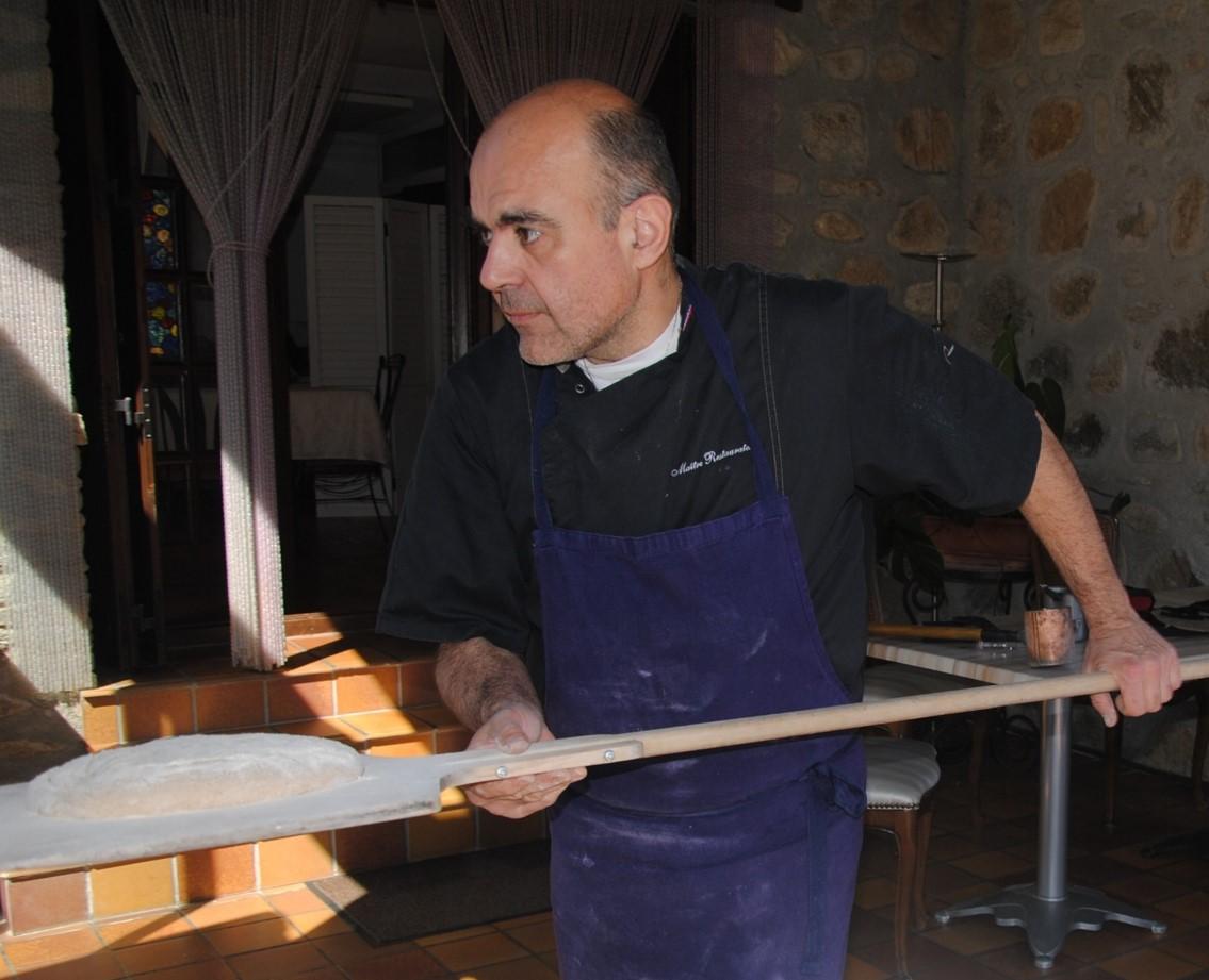 Gilles Bascou, chef du Restaurant de Qualité Les Loges du Jardin d'Aymeric, à Clara, Pyrénées Orientales